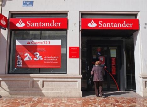 Pandemin och den ekonomiska krisen, tillsammans med teknologiska framsteg, ligger bakom minskningen av de fysiska bankkontoren.
