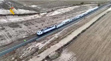Intercitytåget mellan Algeciras och Madrid spårade ur i ett område drabbat av översvämningar. Foto: Guardia Civil