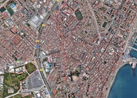 Kommungränsen mellan Mijas och Fuengirola går rakt igenom samhället Las Lagunas. Foto: Google Maps
