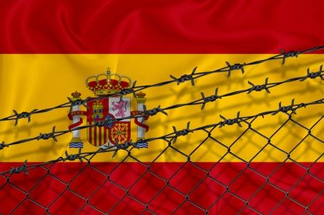 Ju besvärligare det blir att ta sig in i Spanien och Europa, desto mer pengar tjänar maffian på att smuggla människor över gränserna.