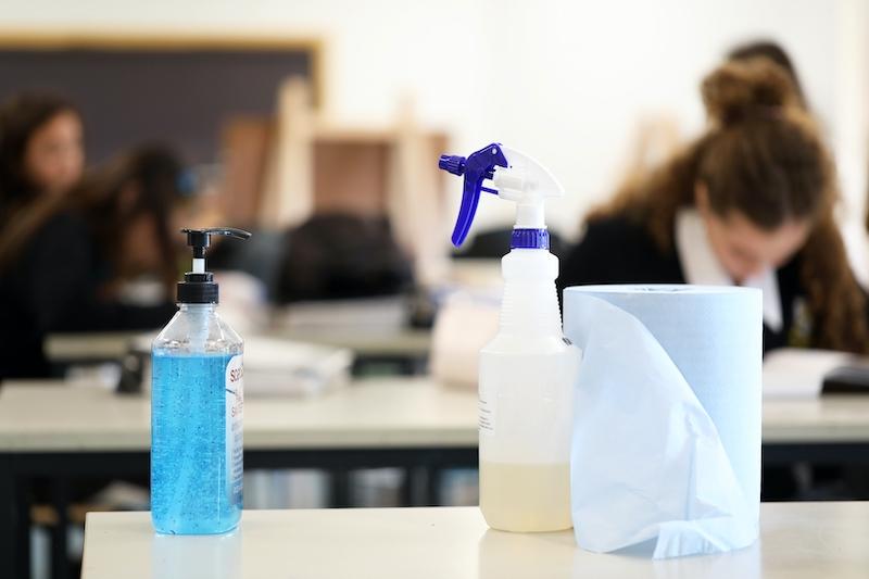 Virusutbrotten i skolorna ökar. De är dock betydligt vanligare på högstadier och gymnasier där de så kallade bubbelgrupperna är nästintill omöjliga att upprätthålla i praktiken.