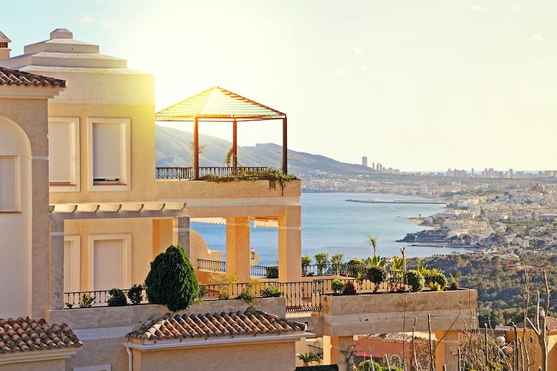 Priserna på spanska fastighetsmarknaden är fortsatt stabila, men efterfrågan uppges ha ändrats med fokus på större ytor och uteplatser.