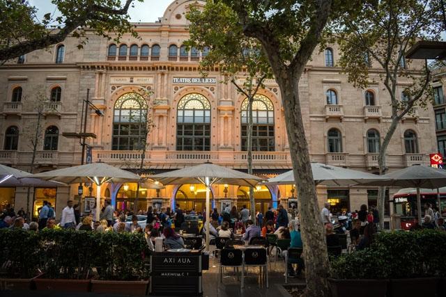 Från och med 23 november får både serveringar och teatrar i Katalonien stegvis öppna på nytt.