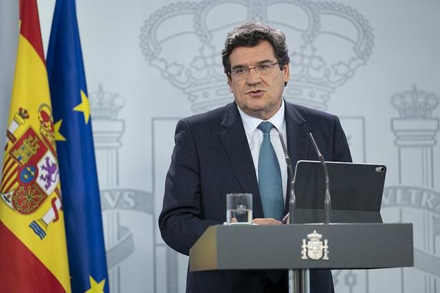 Migrationsministern José Luís Escrivá medger att myndigheterna reagerat sent på flyktingvågen.