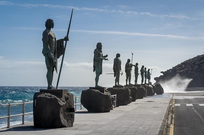 Guancherna är Tenerifes urbefolkning. DNA-tester visar att de delar gener med berberna och de ska ha varit långa, muskulösa, ljusa och blåögda.