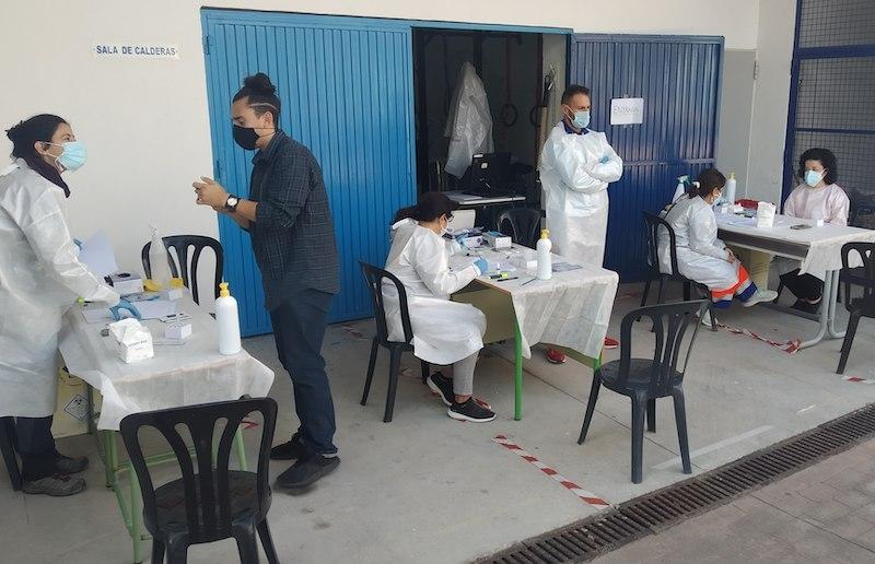 Omkring 400 personer har testats för Covid-19 i helgen, av vilka endast en person befanns vara smittad. Foto: Ayuntamiento de Almuñecar