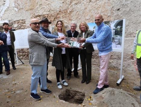 Marbellas borgmästare Ángeles Muñoz var på plats i mars när renoveringen av hotell La Fonda drog igång. Foto: Ayuntamiento de Marbella