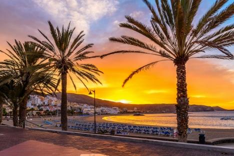 Tenerife är från och med 5 december den första kanarieön där det införs utegångsförbud nattetid.