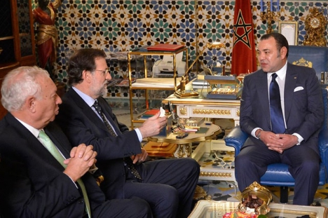 Marockos kung Mohammed VI uppges vara missnöjd av flera skäl med den nuvarande spanska regeringen. Fotot är från ett tidigare besök av dåvarande regeringschefen Mariano Rajoy.