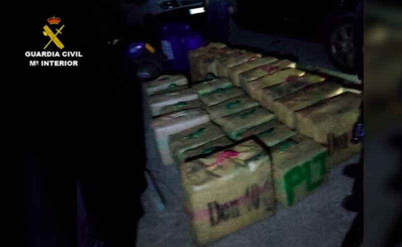 Polisen gjorde tillslaget vid en av stränderna i Maro natten till lördag 26 december. Foto: Guardia Civil