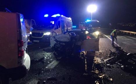 Olyckan inträffade på km 5,300 på väg A-7053 klockan 19.20 på nyårsafton. Foto: Bomberos de Mijas