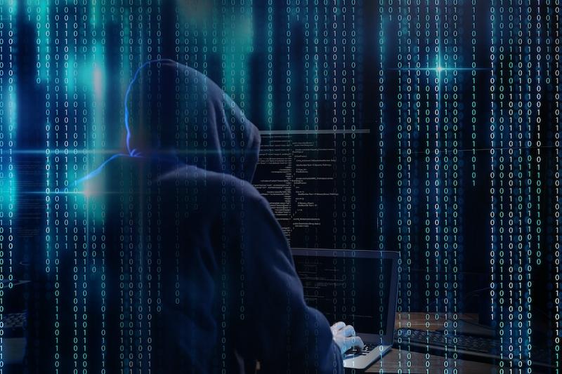 Öppna aldrig meddelande från okända avsändare, kontrollera att en hemsida är säker och skicka aldrig hemlig information via e-post. Det är polisens råd för att undvika nätbedrägeri.