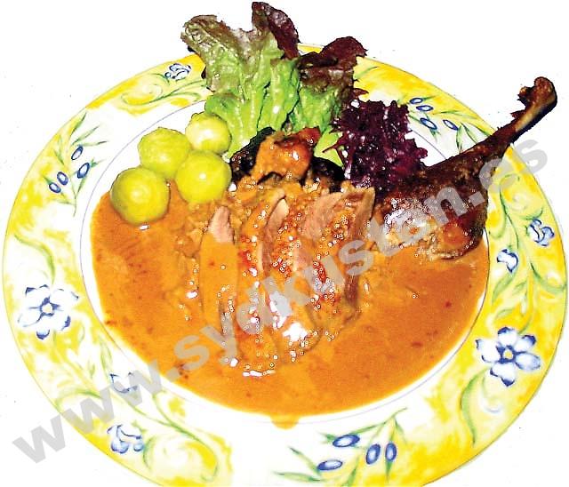 Krogbranschen är en av de sektorer som är bäst representerade bland Solkustens företagsamma svenskar. Vissa erbjuder typiska svenska rätter medan andra öppnat sig för en mer internationell publik. På bilden en gåstallrik på Restaurang Gambasol (San Pedro Alcántara).