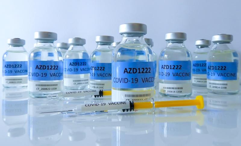 AstraZenecas vaccin kommer att  fyllas på och förpackas i Guadalajara utanför Madrid. Något som enligt myndigheterna kommer förenkla distributionen i Spanien.