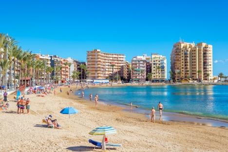 Torrevieja är en av många kommuner i Spanien som drabbas av ett fördemokratiskt dekret som försvårar bostadsköp för icke EU-medlemmar.