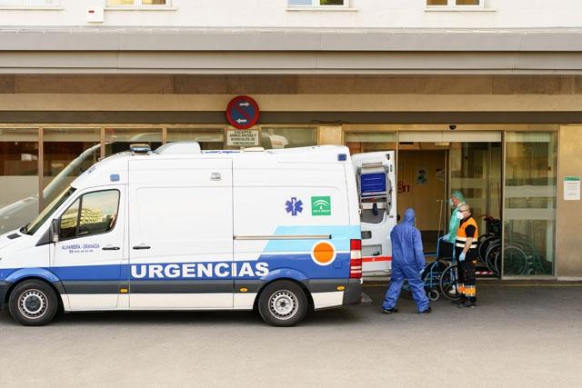 De senaste dygnen har antalet inlagda Covid-patienter ökat med mer än tusen personer om dagen.