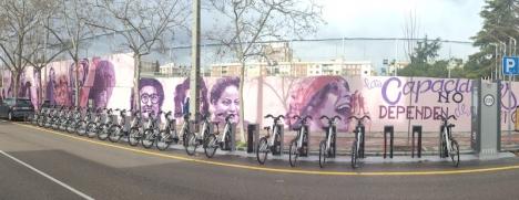 Madridkommunens beslut att måla över en feministisk muralmålning, har lett till stora protester.