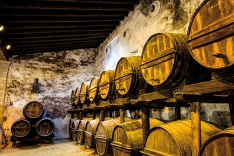 Solerasystemet som används för lagring av sherry är en arbetsam process som kräver en hel del yrkesskicklighet.
