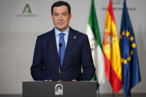 Regionalpresidenten Juanma Moreno ber befolkningen att i möjligaste mån hålla sig enbart till sina samboende. Foto: Junta de Andalucía