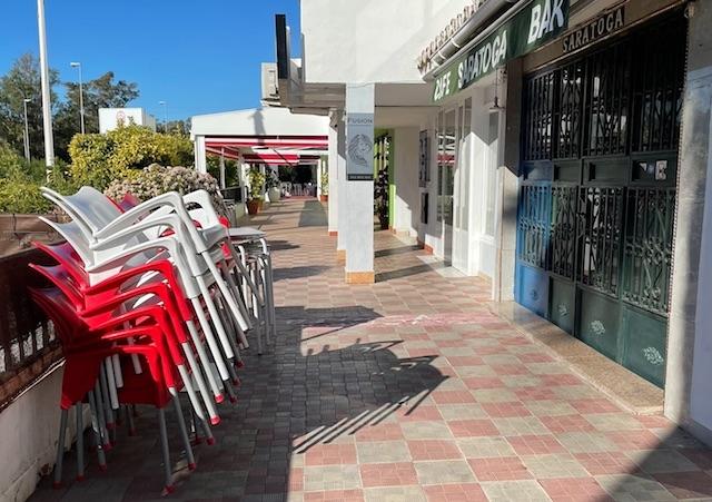Bar- och restaurangsektorn är en av dem som lider mest av nuvarande restriktioner. Därför uppmanar vi alla läsare som kan att stödja den, genom att beställa hem mat och dryck.
