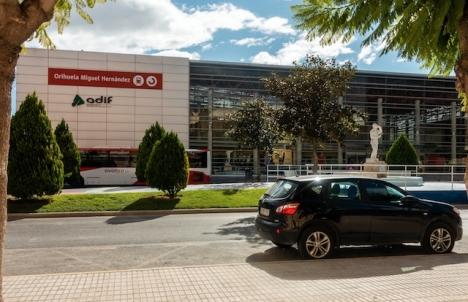 Det första snabbtåget har avgått från tågstationen i Orihuela.