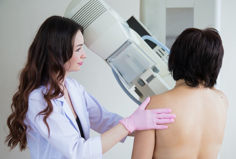Färre kvinnor genomförde rutinundersökningar för att upptäcka bröstcancer under 2020. Detta uppges ligga bakom en kraftig minskning i antalet diagnosticerade fall.