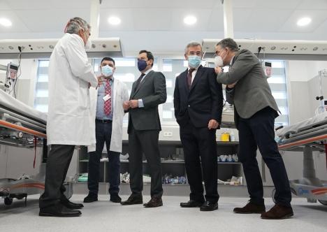 Regionalpresidenten i Andalusien Juanma Moreno, deltog vid den formella invigningen av sjukhuset i Estepona 8 februari. Foto: Junta de Andalucía