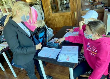 Korttidsskolan i Marbella har under långa perioder haft fullt, med upp till 14 elever samtidigt. Ett omfattande protokoll som bland annat inkluderar munskydd, bidrar till att minska risken för smittspridning.