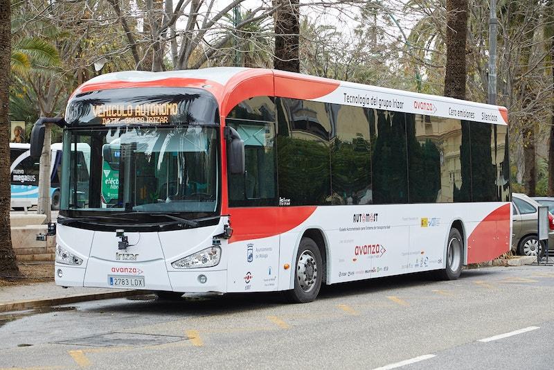 Málagas förarlösa buss är den första i Europa i sin storlek, att testköras i riktig trafik. Foto: Avanza