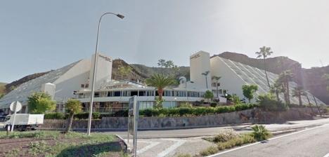 Trots en del fördomar har ett norsk-brittiskt par upplåtit sitt hotell på Gran Canaria, till hundratals båtflyktingar. Unn Tove Saetran berättar att det har förändrat deras liv. Foto: Google Maps