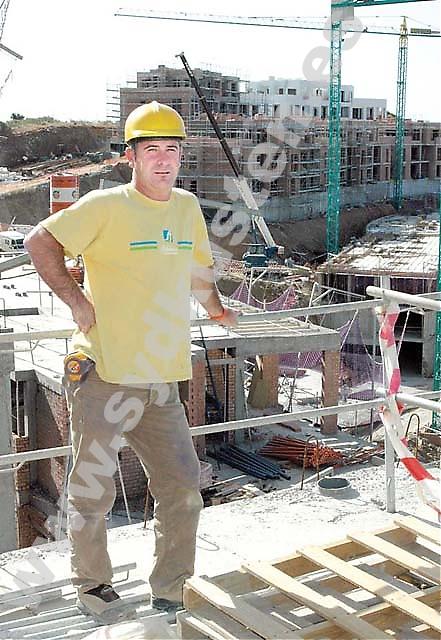 """José Antonio, murare, jobbar just nu ovanför Los Monteros, ett av få byggen som återstår i Marbella. """"Det finns inte mycket plats kvar att bygga på och byggföretagen söker sig utanför Costa del Sol för nya uppdrag."""""""