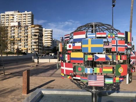 I Fuengirola bor mer än 140 olika nationaliteter. Av de folkbokförda invånarna är drygt 37 procent av utländsk härkomst.