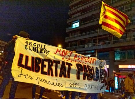 Demonstrationer i Barcelona mot gripandet av rapparen Pablo Hasel.