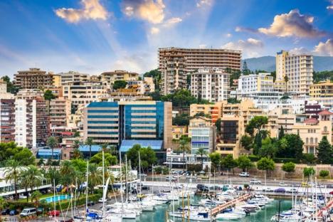 Optimismen ökar inom den lokala turistbranschen och många hotellanläggningar på Mallorca uppges planera att tidigarelägga sin säsongsstart.
