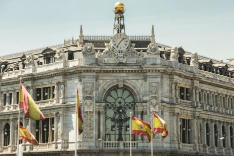 Centralbanken har utfärdat sanktioner till ett totalt belopp av 37 miljoner euro efter att ha avslöjat en mängd oegentligheter på flera bankkontor.