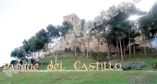 På Castillo de Sohail i Fuengirola anordnas utomhuskonserter alla fredagar under hela juli, bland annat med Paco de Lucía. I augusti anordnas dessutom en medeltidsmarknad som öppnar klockan 17 på eftermiddagen.