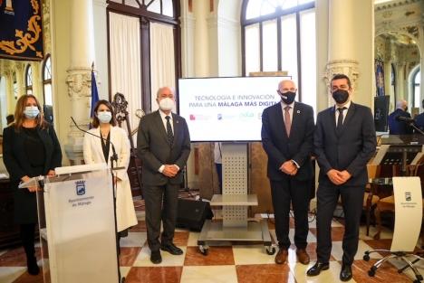 Avtalet signerades 3 mars av Málagas borgmästare Francisco de la Torre och och Carlos Grau, VD för Mobile World Capital. Foto: Ayuntamiento de Málaga