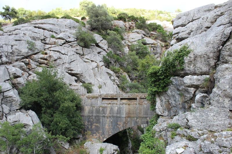 Flera kända historiska landmärken i Málagaprovinsen är inte alls vad de utger sig för att vara, däribland Tyskarnas bro, i Cortes de la Frontera. Foto: Diputación de Málaga