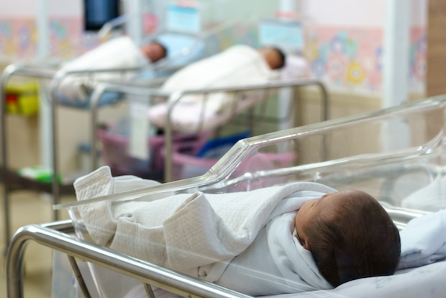 Under hemkarantänen avlades 22,6 procent färre barn i Spanien än under samma månad året före.
