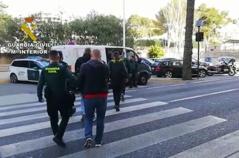 Tio personer har gripits i Alicanteprovinsen misstänkta för odling och handel av marijuana. Operationen går under namnet Siux. Foto: Guardia Civil