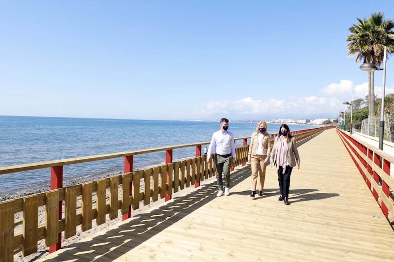 Senda Litoral har byggts ut ytterligare 700 meter i Marbella. Den nya sträckan besöktes av Ángeles Muñoz 10 mars. Foto: Ayuntamiento de Marbella