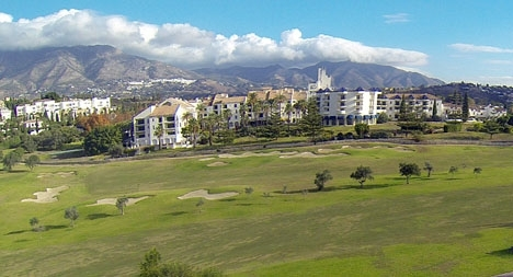 Hotel Byblos ligger i anslutning till Mijas Golf.