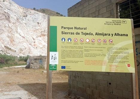 I nästan 20 års tid tillät kommunledningen i Nerja dumpandet av tonvis med sopor i naturskyddat område.