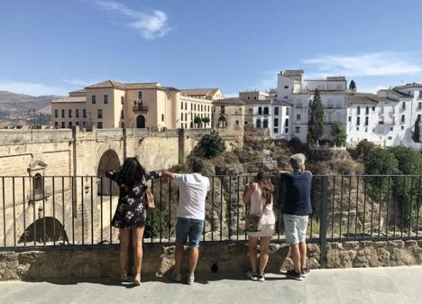 I Ronda, liksom på västra Costa del Sol, består en majoritet av de senaste smittfallen av den brittiska mutationen.