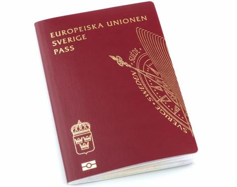 I dagsläget tar det mer än två månader att få en tid för passförnyelse på ambassaden i Madrid.