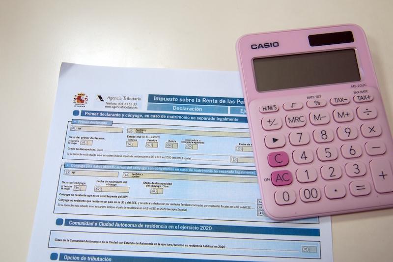 Mellan 7 april och 30 juni ska inkomstdeklarationen för bofasta i Spanien lämnas in. En ny rapport visar på stora skillnader i skattesatserna mellan de olika regionerna.