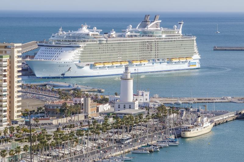 Kryssningsfartygen ska komma tillbaka till Málaga under andra halvåret. Förbudet har inneburit en 25-procentig minskning av omsättningen för hamnen i Málaga.