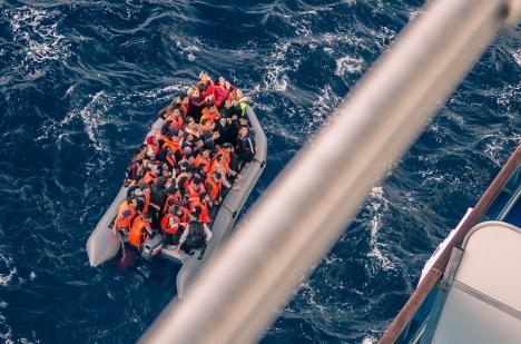 Flyktingbåtarna till fastlandet och Balearerna har minskat under årets första kvartal, men samtidigt ökat rejält på Kanarieöarna. Detta i jämförelse med samma period 2020.