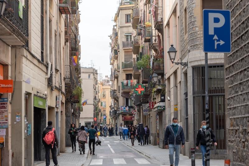 Från och med 9 april blir det åter förbjudet att resa mellan distrikten inom Katalonien, förutom i undantagsfall.