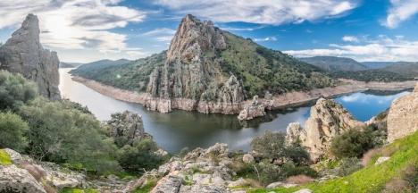 Monfragüe bjuder på ett spektakulärt landskap och deklarerades nationalpark 1979. 13 år tidigare omkom här över hundra personer i ett av dåtidens största dammbyggen i Europa.